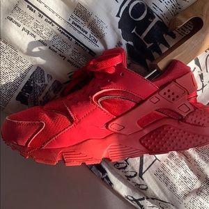 Nike Triple Red Huarache